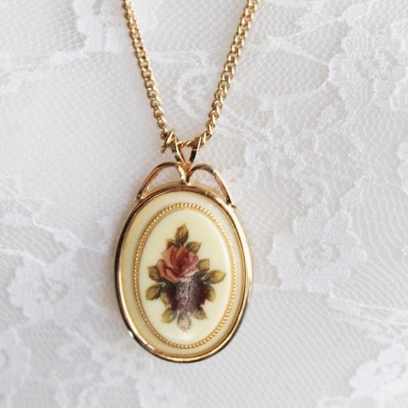 Avon Vintage Floral Gold Tone Pendant Necklace